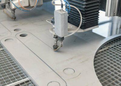 4-fraesen-lasern-wasserstrahlschneiden-stahl-edelstahl-waterjet-shutterstock-435210997-wasserstrahlschneiden-eventpoint